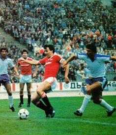 Spartak Varna 1 Man Utd 2 in Oct 1983 in Bulgaria. Bryan Robson scores the winner in the European Cup Winners Cup Round, Leg. Bryan Robson, Man Utd Crest, European Cup, Man United, Bulgaria, Manchester United, Scores, 2 In, The Unit