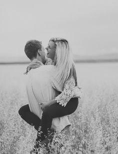 Por que o Amor é isso.. Se sentir livre, se sentir solta, se sentir bela e feliz., Quando o amor está presente em duas pessoas completas tudo fica mais leve e gostoso...
