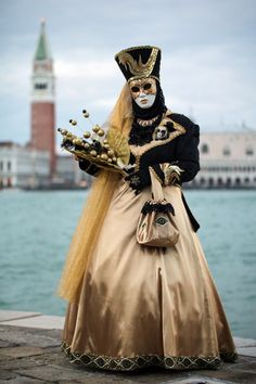 Venetian Costumes, Venice Carnival Costumes, Mardi Gras Carnival, Venetian Carnival Masks, Carnival Of Venice, Venetian Masquerade, Masquerade Ball, Mask Face Paint, Costume Carnaval