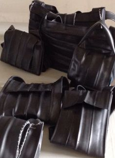 Alles op tafel #bicycle #innertubes #bike #tyres #bags #recycling #diy