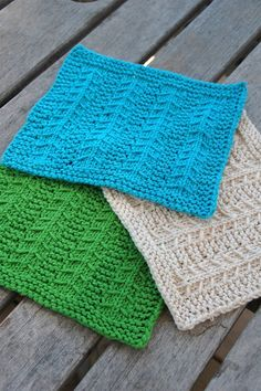 Make these fab colorful dishcloths with Lion Brand Kitchen Cotton! Get the pattern by Aimee Alexander.