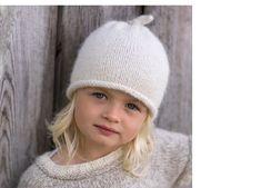 Denne skal jeg strikke i mørkegrå til Sofia, skal bruke mini alpakka. Knitting For Kids, Baby Knitting, Knitting Patterns, Crochet Patterns, Baby Barn, Knit Picks, Knit Or Crochet, Smocking, Crochet Projects
