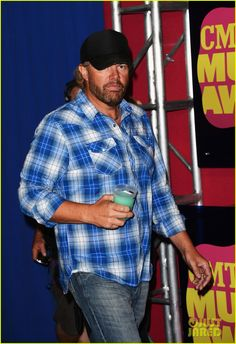 Drink a beer with Toby Keith