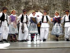 Croatia-Folk-Costumes-Men-and-Women.jpg (640×480)