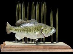Largemouth bass sculpture / art by Roger Fowler