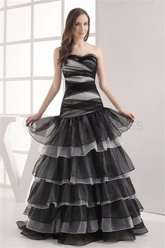 Amazing Sleeveless Beading Ball Gown Sweetheart Prom Dress http://www.GracefulDress.com/Amazing-Sleeveless-Beading-Ball-Gown-Sweetheart-Prom-Dress-p19530.html