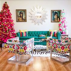 A Colorful, Kitschy Tour of a Home with 100 Christmas Trees — House Tour Funky Living Rooms, Colourful Living Room, Home Living Room, Living Room Designs, Living Room Decor, Room Colors, House Colors, Paint Colors, Colorful Christmas Tree
