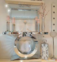 Glam Living Room, Elegant Living Room, Living Room Decor, Mirrored Bedroom Furniture, Home Decor Furniture, Home Entrance Decor, Luxury Dining Room, Hallway Decorating, Home Interior Design