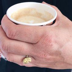 Den rette ring til når man henter kaffe. Kaffe og cognac-ring. 18 karat guld og cognac-farvet brillant. #kaffeogcognac #coffeeandbrandy #ovnhus #ovnhusmarked #ovnhusmarkedet #ovnhuskunsthåndværkermarked #gold #guld #silver #sølv #diamond #diamant #smykker #jewelry #jewellery #guldsmed #jeweller #goldsmith #handcrafted #handmade #danishdesign #guldsmedlouisedegn