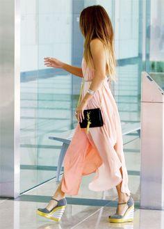 Outfits, street style from celebs [Vanessa Hudgens] Love Fashion, Fashion Beauty, Womens Fashion, Spring Fashion, Modern Fashion, Girl Fashion, Fashion Dresses, Pastell Fashion, Pastel Maxi Dresses