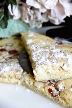 Skinny Almond Puff Cake by Skinny Girl Standard, a low calorie food blog.