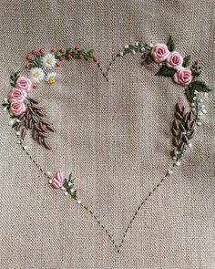 """1,395 curtidas, 37 comentários - 刺繡作家 王瓊怡 Joanne (@up_in_the_hill) no Instagram: """"#hearts #love #rose#刺繡#手仕事のある暮らし"""""""