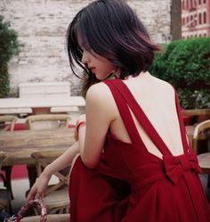 milkcocoa游荡纽约后腰蝴蝶结大露背V领红色连衣裙的图片