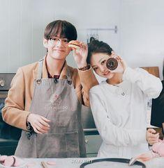 "873 Suka, 64 Komentar - 타타 💚 니니 (@taennieland) di Instagram: ""cooking with taennie🍩🍔 - - #taennie #greenheartsfortaennie #tatanini #humangucci #guccicouple…"""