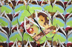 Orçamentos através do e-mail: vendas@salepiment... ou pelo televendas: (14)3584-5483. Acesse nosso site e confira todos os modelos: www.salepimentach... Chinelos personalizados para aniversário infantil - lembrancinha Chapeuzinho Vermelho.