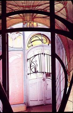Maison Coilliot in Lille, northern France, was designed in 1900 by Hector Guimard. Art Nouveau Interior, Design Art Nouveau, Belle Epoque, Hector Guimard, Metro Paris, Lille France, Academic Art, City Art, Photo Illustration