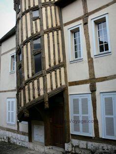 Chartres : Escalier de la Reine Berthe