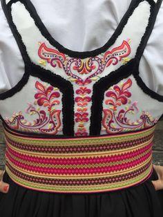 Norwegian Norwegian Clothing, Costumes Around The World, Tablet Weaving, Tribal Dress, Wedding Costumes, Folk Costume, My Heritage, Festival Wear, Traditional Dresses