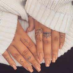 Henna Finger Tattoo, Hand And Finger Tattoos, Simple Finger Tattoo, Small Hand Tattoos, Finger Tats, Hand Poked Tattoo, Cute Small Tattoos, Cute Ankle Tattoos, Dope Tattoos