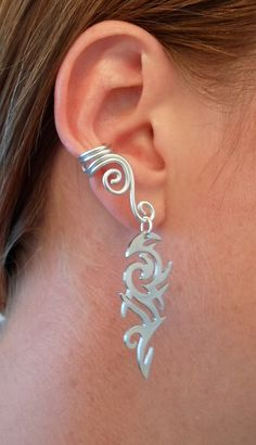 Double Spiral Ear cuff with tribal pattern in wire wrapped aluminium. (wire wrapping aluminum) Choose your color of aluminium... $10.00, via Etsy.