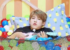 this kid & his counterpart sausage are wrecking me in my wanna one bias list Woojin:*LiViNg iN HiS oWn wOrLd* Cry A River, Lai Guanlin, Ha Sungwoon, Cute Gif, Couple, Jinyoung, Boyfriend Material, Baekhyun, How Are You Feeling