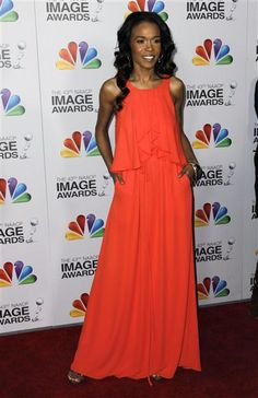 700fd29211b0 Michelle Williams added a pop of color in a bold colored BCBGMAXAZRIA gown