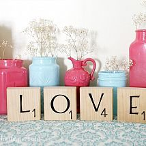 DIY Scrabble Blocks. To see more: http://www.u-createcrafts.com/2011/02/creative-guest-colour-her-hope.html#more