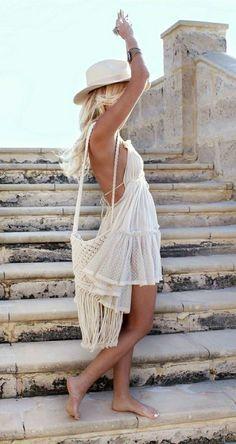 Belle robe blanche a dentelle style chique tenue du jour