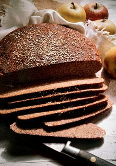 German black bread was a staple during WWI and WWII. Its extensive nutritive value and long shelf life, as well as its inexpensive cost, made it the perfect food for the army to provide its fighters. Also known as pumpernickel, the bread is still enjoyed Bread Machine Recipes, Bread Recipes, Cooking Recipes, German Food Recipes, Swedish Recipes, Bread Bun, Bread Rolls, Limpa Bread Recipe, Bread Improver