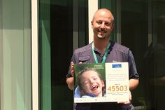 Anche Alessandro dello staff dell'Istituto Clinico Humanitas ha posato per la nostra #CampagnaSMS al #45503. Grazie di cuore! #FondazioneAriel  #SMSsolidale #bambini #disabilità #felicità #sorriso bit.ly/Ariel_SMS2016