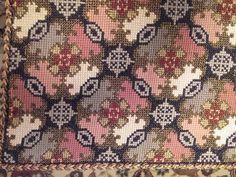 Cross Stitch Embroidery, Cross Stitch Patterns, Crochet Crafts, Needlepoint, Bohemian Rug, Rugs, Costume, Embroidered Cushions, Punto De Cruz