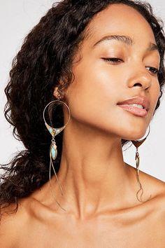 Dainty Diamond Earrings in Solid Gold / Chevron Earrings / V Stud Earrings / Delicate Diamond Studs / Graduation Gift - Fine Jewelry Ideas Face Earrings, Gold Hoop Earrings, Statement Earrings, Drop Earrings, Beautiful Black Women, Beautiful People, Hawke Dragon Age, Dark Curly Hair, Curly Wigs