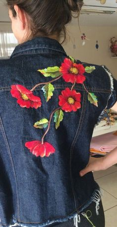 Ideas Sewing Jeans Recycling Fashion For 2019 Embroidery Stitches, Hand Embroidery, Embroidery Designs, Sewing Jeans, Sewing Diy, Embroidered Clothes, Embroidered Jacket, Denim Ideas, Painted Clothes