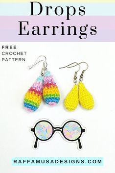 Crochet some beautiful drops earrings. These quick and easy pattern is just the perfect summer crochet jewelry for you! After the first pair, you'll want to crochet more in more colors and yarns! I made some using crochet thread with a 1.25 mm steel hook, or sport-weight cotton yarn with a 2.5 mm crochet hook. #crochetjewelry #crochetearrings #earrings #diy #crochetthread #cotton #dropsearrings #elegant #summercrochet #rainbow Crochet Jewelry Patterns, Crochet Flower Patterns, Crochet Stitches Patterns, Thread Crochet, Crochet Accessories, Crochet Designs, Crochet Yarn, Crochet Hooks, Free Crochet
