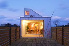 dog grooming salon and house by horibe naoko architect office  - designboom   architecture & design magazine