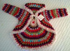 Saco para niñas, circular hecho a crochet con diferentes tipos de lanas (lanas fantasías).  Consultar por tiempo de confección. Se hacen a medida y por encargo.