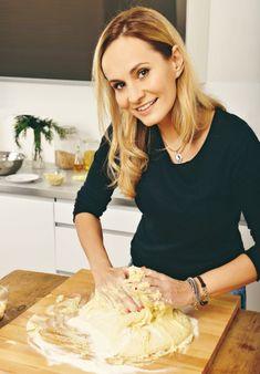 Absolonová je správná kuchařka. Camembert Cheese, Pavlova, Pizza, Celebrity, Food, Christmas, Xmas, Essen, Celebs