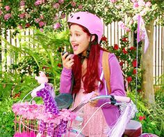 wooww this picture is soo cute. colors, cat and plants . i love green and i love that show. keep calm and love 'sam and cat' Victorious Nickelodeon, Icarly And Victorious, Ariana Grande Big Sean, Sam E Cat, Mac Miller And Ariana Grande, Cat Valentine Victorious, Cat Aesthetic, American Music Awards, Celebrity Dads