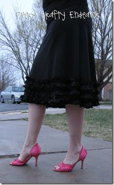 Cute knit ruffle skirt. Ok now I have pinned lots of skirts and need to pick one to sew!