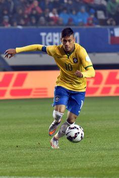 Neymar, el que todo lo arregla en Brasil, inclusive las metidas de pata de Filipe Luís.
