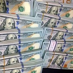 Money gold cash stack earn goals and motivation wealth and dollar bills rich lifestyle Way To Make Money, Make Money Online, Mo Money, Cash Money, Cash Cash, National Lottery, Money Stacks, Quick Cash, Money Affirmations