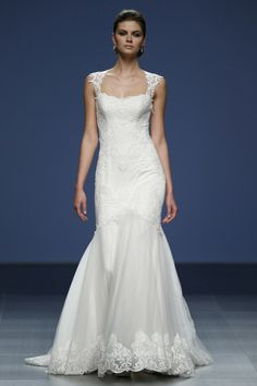 Justin Alexander's curve-hugging lace gown.