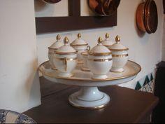 Le service des pots de crème de Tante Léonie.  Crédit photo: Corinne Sadaune. DR.