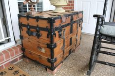 1900s shipping trunk