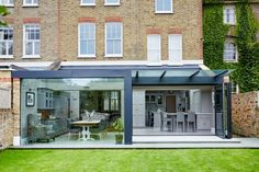 Here you will find photos of interior design ideas. Get inspired! Kitchen Extension With Bifold Doors, Kitchen Extension Open Plan, Glass Roof Extension, Brick Extension, House Extension Plans, House Extension Design, House Design, Rear Extension, Extension Ideas