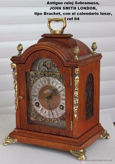 Lote 49125896: Antiguo reloj Sobremesa, JOHN SMITH LONDON, tipo Bracket con el calendario lunar, ref 04
