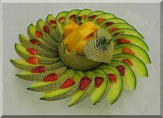 Le paradis des images Via page : ღღ Love & Beautiful ღღ Fruit Buffet, Fruit Dishes, Deco Fruit, Fruits Decoration, Fruit Creations, Creative Food Art, Fruit And Vegetable Carving, Food Carving, Food Garnishes