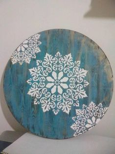 Mandala em MDF 30 cm com relevo Stencil Printing, Stencil Art, Stencils, Mandala Painting, Dot Painting, Painting On Wood, Wooden Wall Art, Diy Wall Art, Reclaimed Wood Paneling
