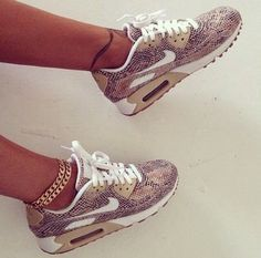 Nike aire maxima muy diferente pienso son personalizados mucho bonita, yo compria estos