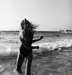 Imagen de girl, summer, and beach